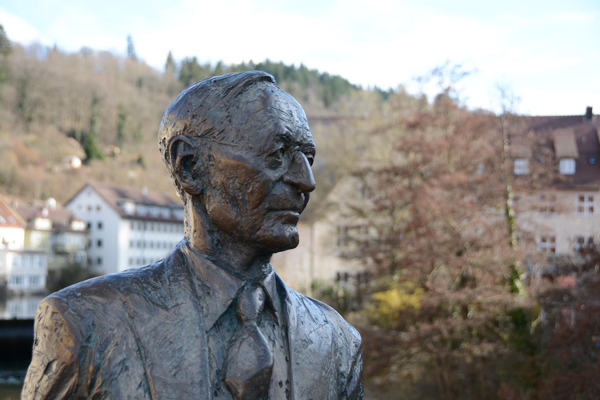 Statue Hermann Hesses in Calw